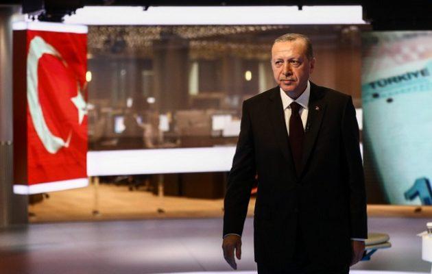 Γερή «φάπα» σε Ερντογάν: O οίκος Fitch υποβάθμισε 24 τουρκικές τράπεζες