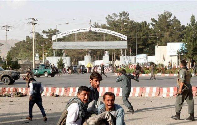 Μακελειό στο αεροδρόμιο της Καμπούλ από το Ισλαμικό Κράτος – Δεκάδες νεκροί και τραυματίες
