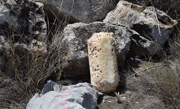 Βρέθηκε αρχαιολογικός «θησαυρός» κρυμμένος ανάμεσα σε πέτρες στην Εύβοια