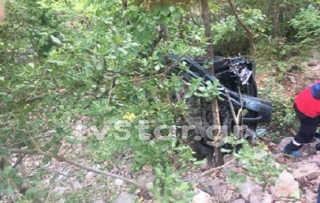 Γλίτωσαν από θαύμα: Έπεσαν με το αυτοκίνητο σε γκρεμό 120 μέτρων και επέζησαν (φωτο)