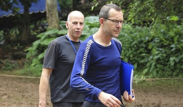 Ποιοι είναι οι δύο ηρωϊκοί δύτες που βγάζουν τα παιδιά από το σπήλαιο στην Ταϊλάνδη