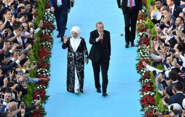 «Δεν υπάρχουν όρια στα σύνορα της καρδιάς μας» είπε ο σουλτάνος Ερντογάν και αναφέρθηκε στην Άλωση της Πόλης