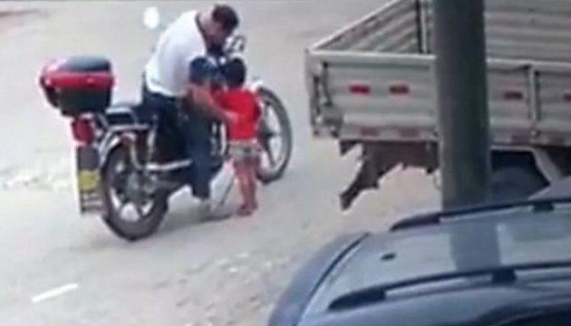 Απαγωγή-σοκ στην Κίνα: Την καλοπιάνει με κέρασμα και την ξεγελά (βίντεο)