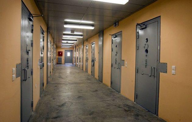 Σωφρονιστικός υπάλληλος έβαζε χασίς στις φυλακές με αντάλλαγμα… τηλεκάρτες