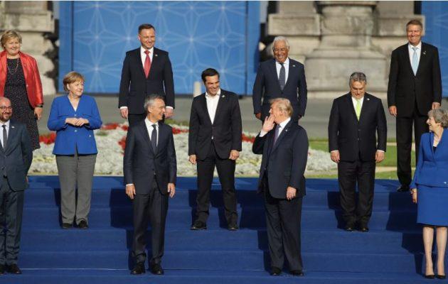 Στη μέση ο Τσίπρας δεξιά του Τραμπ – Η Μέρκελ παραπέρα σαν να είναι τιμωρία – «Εξαφανισμένος» ο Ερντογάν