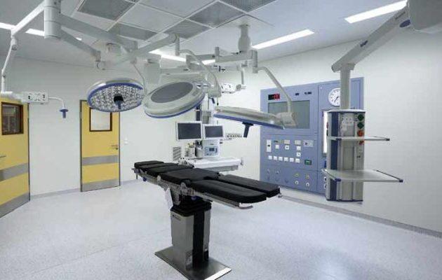Τον έβαλαν για επέμβαση σε νοσοκομείο και «λαμπάδιασε» το χειρουργείο