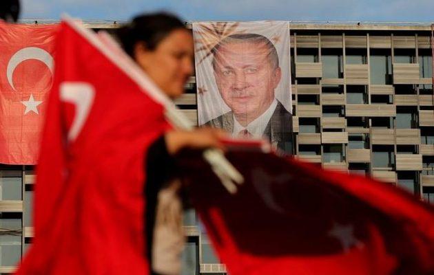 Νέο πογκρόμ Ερντογάν στην Τουρκία – Απέλυσε 18.000 εργαζόμενους στο δημόσιο