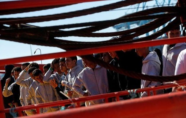 Σε «ομηρεία» σκάφος με 40 μετανάστες ανοιχτά της Τυνησίας μετά από τριπλό ευρωπαϊκό «όχι»