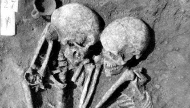 Ο «τάφος των εραστών»: Σκελετοί 3.000 χρόνων βρέθηκαν αγκαλιασμένοι (φωτο)