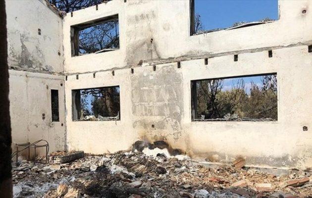 Κάηκε ολοσχερώς το σπίτι του Θόδωρου Αγγελόπουλου στο Μάτι