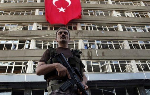 H Τουρκία εξαπολύει νέο πογκρόμ κατά 100 «γκιουλενιστών» στρατιωτικών