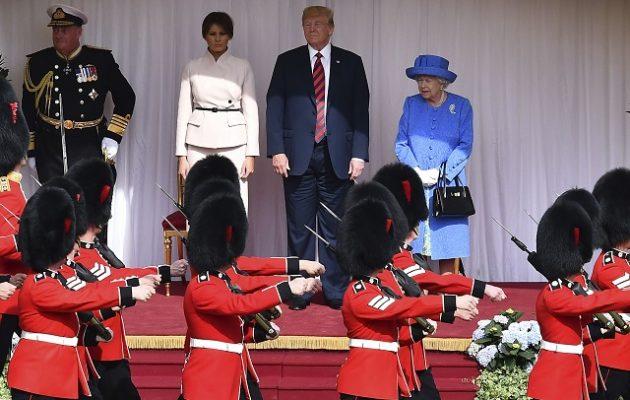 Ο Τραμπ συναντήθηκε και ήπιε τσάι με τη βασίλισσα Ελισάβετ (φωτο)