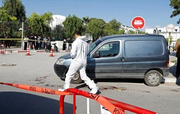 Βομβιστική επίθεση-σοκ στην Τυνησία – Νεκροί έξι άνδρες της Εθνοφρουράς
