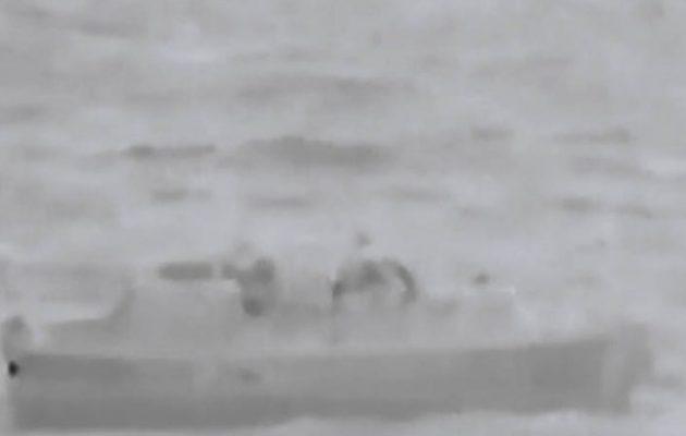 Βίντεο με τη διάσωση ναυαγού, από πετρελαιάκατο της Φρεγάτας «ΕΛΛΗ»
