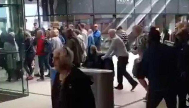 Τρόμος στο Άμστερνταμ: Επιτέθηκαν με μαχαίρι μέσα στον κεντρικό σιδηροδρομικό σταθμό