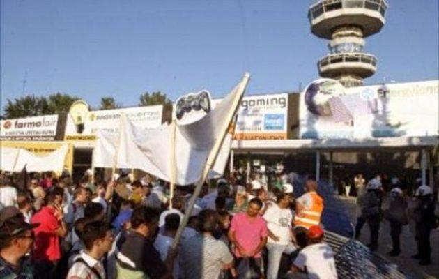 Θέατρο σκιών: Από το «Σκάσε και κολύμπα» στις «απολιθωμένες» διαδηλώσεις της ΔΕΘ