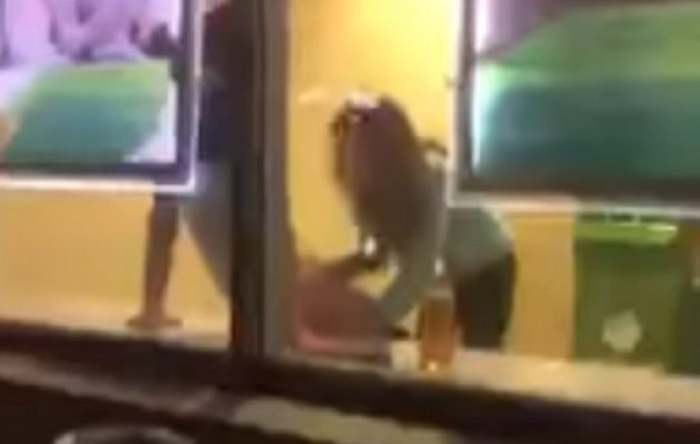 Μεθυσμένο ζευγάρι «το κάνει» μέσα σε τράπεζα στη Ρωσία (βίντεο)