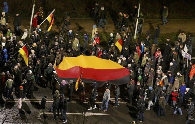 Νέα διαδήλωση ακροδεξιών στo Κέμνιτς κατά Μέρκελ-μεταναστών