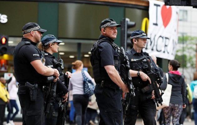 Βρετανία: Τρόμος στο Μάντσεστερ – Πυροβολισμοί με δέκα τραυματίες