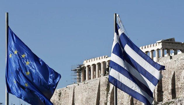 Le Monde: Ανασαίνει η Ελλάδα μετά από οκτώ χρόνια λιτότητας