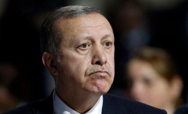 Ο Ερντογάν δεν «γλιτώνει» τα capital controls και την οικονομική ύφεση
