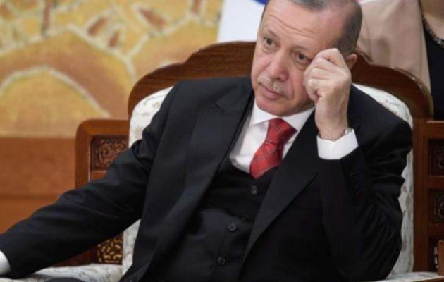 Guardian: Η ύβρις (αλαζονεία) του Ερντογάν προκάλεσε τη νέμεση – Παραπαίει στην άβυσσο