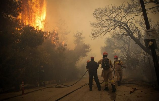 Στην Αθήνα Βρετανοί εμπειρογνώμονες για τις πυρκαγιές