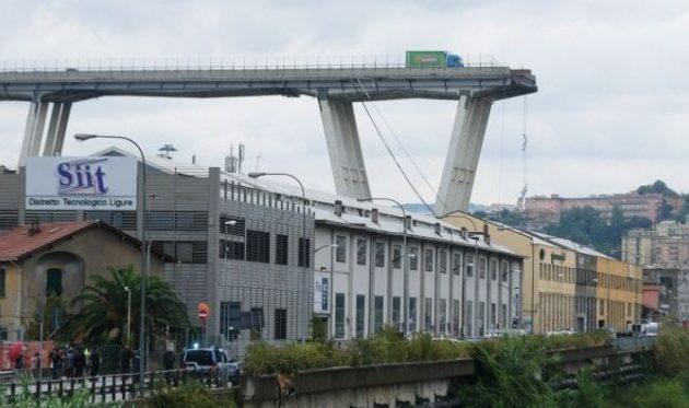 Περίεργο! Μάρτυρες ισχυρίζονται ότι ένας κεραυνός χτύπησε και γκρέμισε τη γέφυρα στη Γένοβα