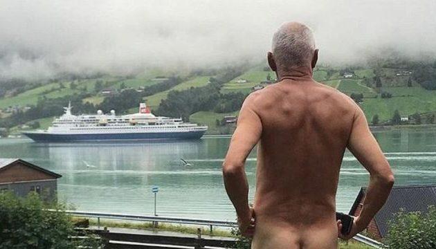 Ντελίριο: 71χρονος πολιτικός βλέπει κρουαζιερόπλοια και… βγαίνει από τα ρούχα του (φωτο)