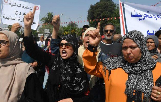Ισλαμιστές διαδήλωσαν στην Τύνιδα κατά των δικαιωμάτων των γυναικών και των ομοφυλοφίλων