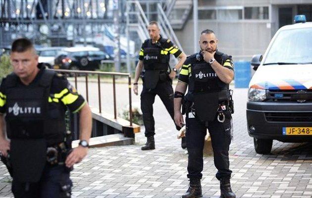 Συνέλαβαν Ολλανδό για απόπειρα εμπρησμού του Τουρκικού Προξενείου στο Άμστερνταμ