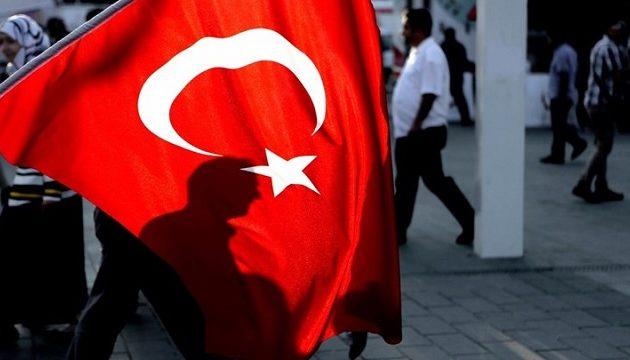 Oικονομολόγοι βλέπουν ύφεση το επόμενο εξάμηνο στην Τουρκία