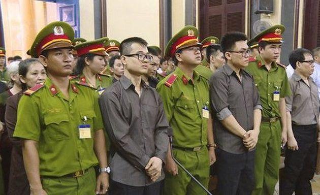 Έως 14 χρόνια φυλακή σε 12 άτομα για απόπειρα ανατροπής του καθεστώτος στο Βιετνάμ
