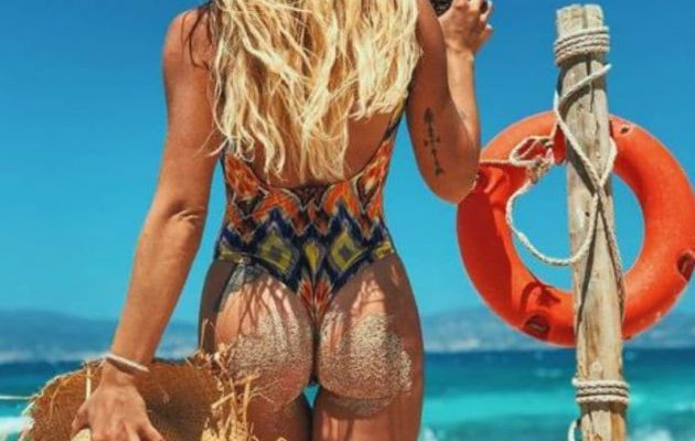 Το αμμουδερό… τούρλωμα γνωστής Ελληνίδας τραγουδίστριας (φωτο)