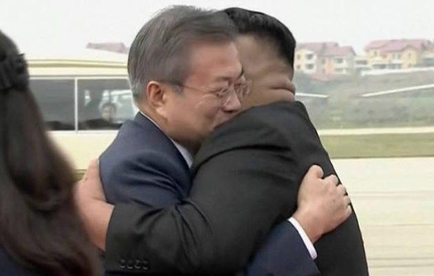 Δείτε την υποδοχή-έκπληξη που έκανε ο Κιμ Γιονγκ Ουν στον Νοτιοκορεάτη πρόεδρο (φωτο+βίντεο)