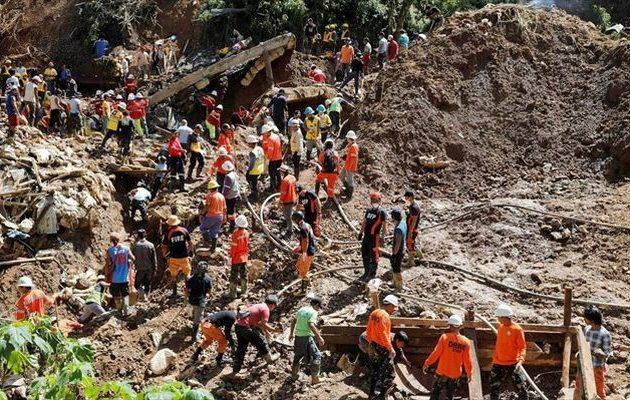 Βγάζουν συνεχώς πτώματα από τις λάσπες στις Φιλιππίνες – Στους 81 οι νεκροί