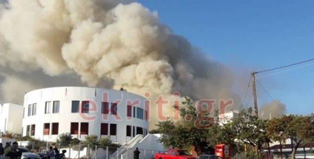 Μεγάλη φωτιά στο Πανεπιστήμιο Ηρακλείου – Τέθηκε υπό έλεγχο