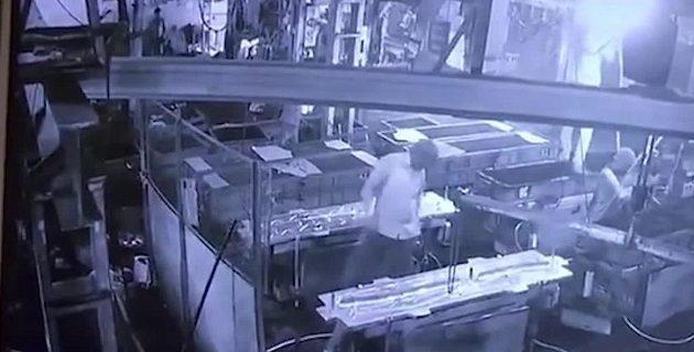 Η φάρσα κατέληξε σε τραγωδία: Επιστάτης σκότωσε εργάτη με πεπιεσμένο αέρα! (βίντεο)