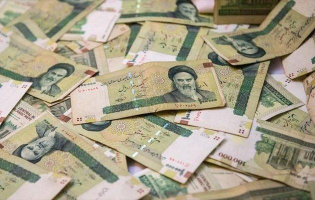 «Χαστούκι» στην οικονομία του Ιράν: Το ριάλ έχασε το 75% της αξίας του υπό την πίεση των ΗΠΑ
