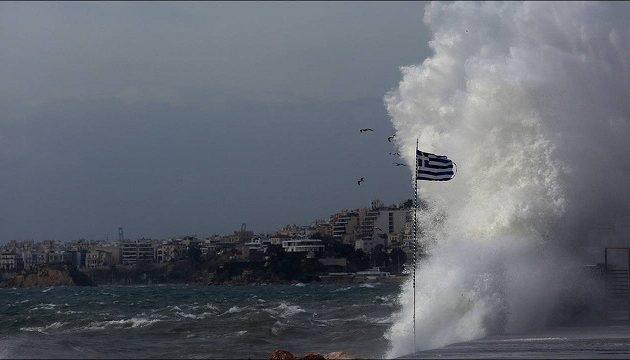 Βυθίστηκαν σκάφη λόγω του κυκλώνα «Ξενοφών» που σαρώνει τη χώρα