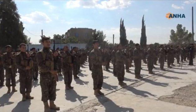 226 πολιτοφύλακες ορκίστηκαν και εντάχθηκαν στη φρουρά της Μανμπίτζ στη βορειοδυτική Συρία (βίντεο)