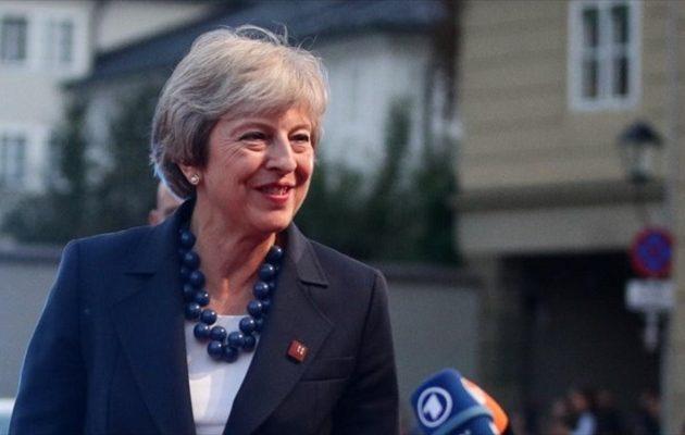 Οι Βρετανοί υπουργοί στηρίζουν τη Μέι για το Brexit