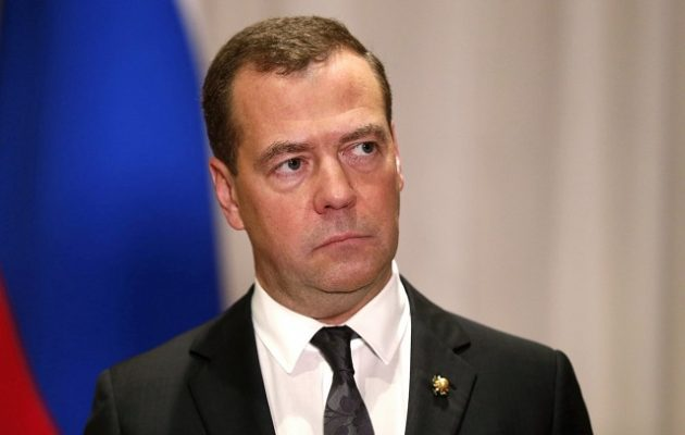 Μεντβέντεφ: Οι κυρώσεις κατά των τραπεζών ισοδυναμούν με «κήρυξη οικονομικού πολέμου»