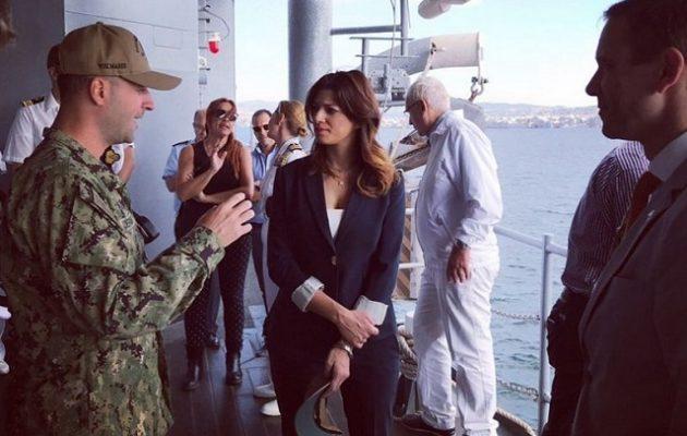Η Νοτοπούλου επισκέφθηκε την ναυαρχίδα του 6ου Αμερικανικού Στόλου (φωτο)