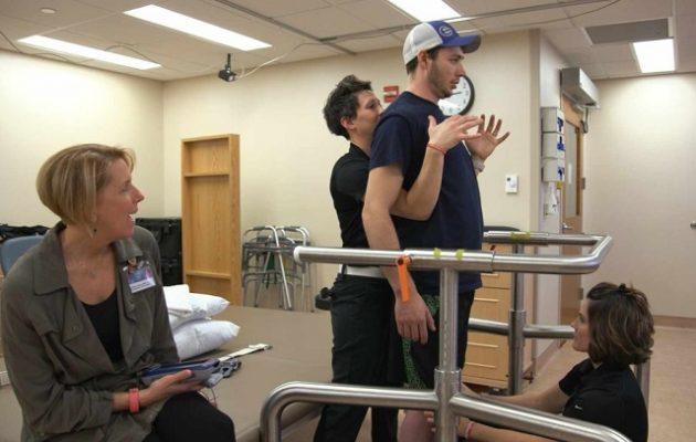 Ιατρικό θαύμα: Παράλυτος περπάτησε ξανά (βίντεο)