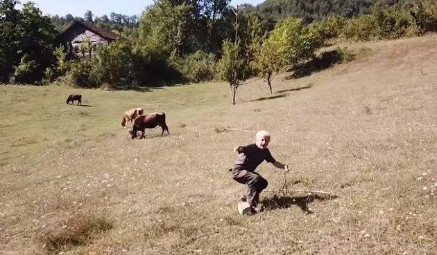 Τούρκος βοσκός δεν είχε ξαναδεί ποτέ ντρον και έτρεξε να σωθεί (βίντεο)