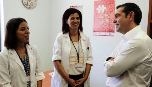 Τσίπρας: Πηγαδάκια με τους γιατρούς της ΤΟΜΥ Χανίων – Τι συζήτησαν (βίντεο)