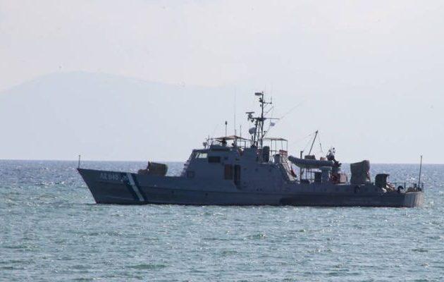 Έλληνας ψαροντουφεκάς καταγγέλλει ότι Τούρκοι προσπάθησαν να τραβήξουν το σκάφος του στην Τουρκία (βίντεο)