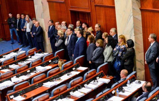 Ποιοι είναι οι οχτώ βουλευτές του VMRO-DPMNE που ψήφισαν «ναι» την Παρασκευή – Τι όρους έθεσαν