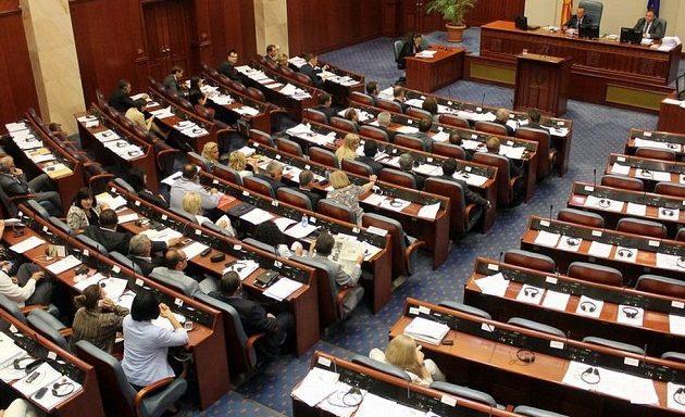 Νίκη Ζάεφ: «Πέρασε» στη σκοπιανή Βουλή η συνταγματική αλλαγή με 80 «ναι»